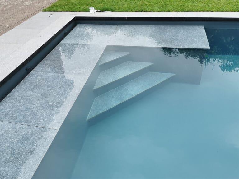 Zwembad hoektrap